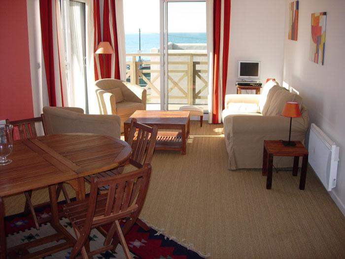 salon corail chambre enfant idee de decoration salon idee de deco salon idee se rapportant. Black Bedroom Furniture Sets. Home Design Ideas